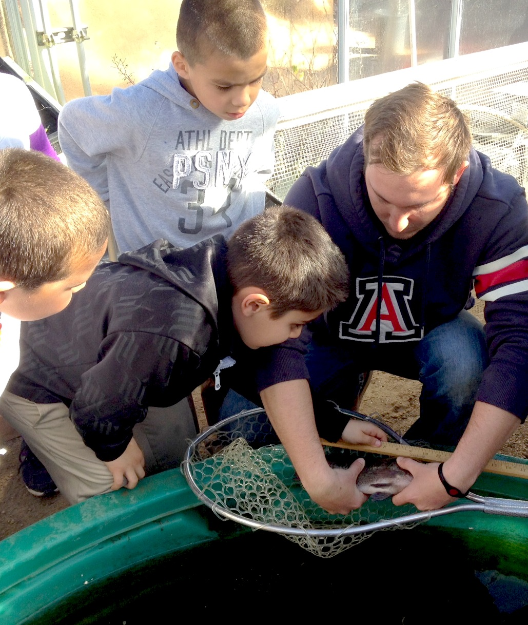 Students working with aquaculture in community garden project